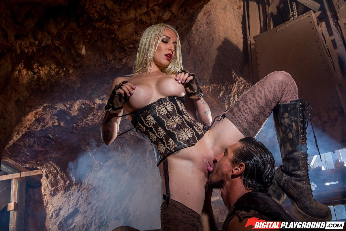 Stevie shae licking some camp fire pussy 7